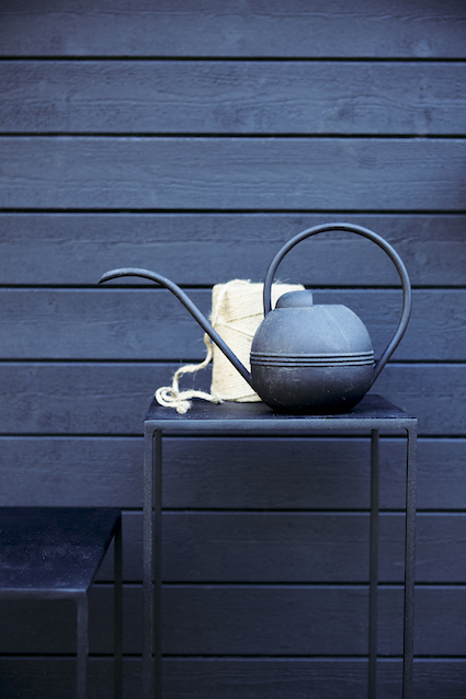 Kulör: Fasadfärg Alcro Arkitekt svart